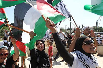 """הפגנה בשייח ג'ראח. """"נחזיר מלחמה"""" (צילום: גיל יוחנן)"""