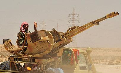 המורדים בלוב. המערב סייע במיליארדי דולרים (צילום: רויטרס) (צילום: רויטרס)