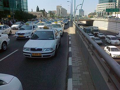 אלפי מוניות בישראל מזוהמות? (צילום: אביאל מגנזי) (צילום: אביאל מגנזי)