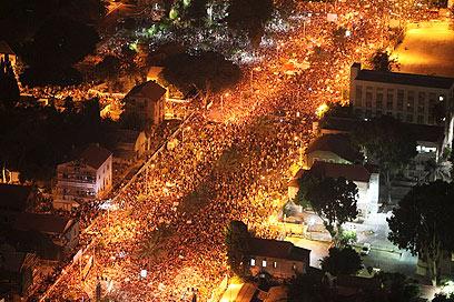 גם הפלסטינים ייצאו במאות אלפים? (צילום: AP  ) (צילום: AP  )