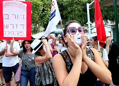 הפגנת מחאה נגד העסקת עובדי קבלן (צילום: אלי אלגרט) (צילום: אלי אלגרט)