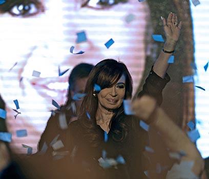 כריסטינה קירשנר-פררנדס ביום ניצחונה בבחירות (צילום: AFP) (צילום: AFP)