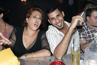 מרגול עם בנה אסף לביא-צנעני. שניהם עצורים (צילום: רפי דלויה) (צילום: רפי דלויה)