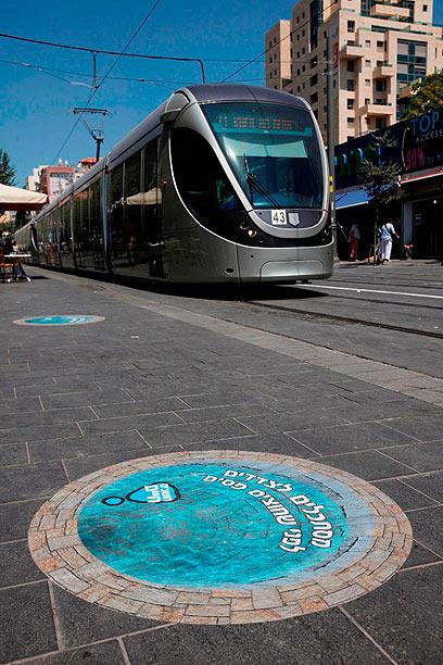 """הרכבת הקלה בירושלים. יש עוד זמן עד שתגיע למטרופולין ת""""א (צילום: פלאש 90)"""