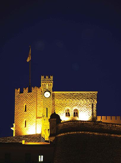 ארמון הנסיכות בליל. הדגל מורם - אז הנסיך כעת במשכנו (צילום: עמרי גלפרן, טבע הדברים )
