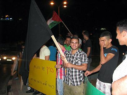 מפגינים נגד ברק הערב באום אל-פאחם (צילום: חסן שעלאן) (צילום: חסן שעלאן)