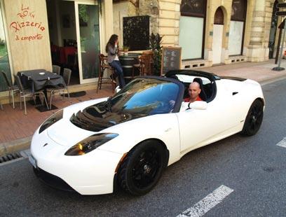 """מכונית ה-TESLA מונעת ע""""י חשמל. למזלי יצא לי לנהוג בו - מ-0 ל-100 ב-3 שניות (צילום: עמרי גלפרן, טבע הדברים ) (צילום: עמרי גלפרן, טבע הדברים )"""