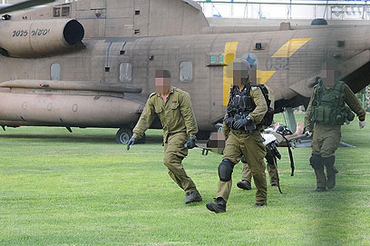 Soldiers evacuate victims (Photo: Hertzl Yosef) (Photo: Herzl Yosef)