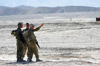 Soldiers search for terrorists near Eilat (Photo: Eliad Levy)