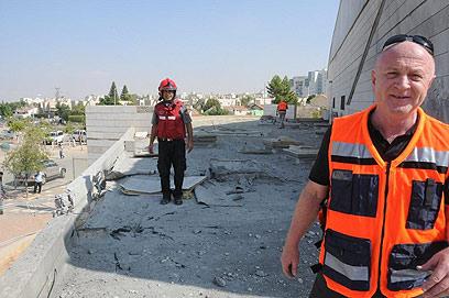 גג בית הספר שנפגע בבאר שבע (צילום: הרצל יוסף) (צילום: הרצל יוסף)