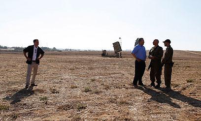 Barak visiting Iron Dome battery (Photo: Tsafrir Abayov)