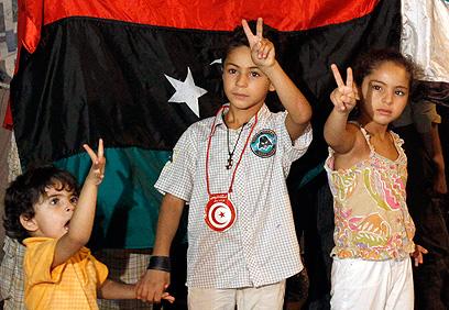 גם הדור הצעיר חוגג את נפילת קדאפי (צילום: רויטרס) (צילום: רויטרס)