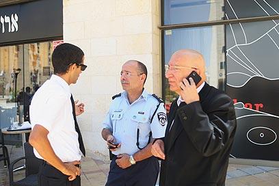 """עו""""ד ששי גז (מימין): """"סיכוי רב להפיכת המשפט"""" (צילום: מוטי קמחי)"""
