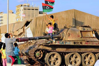 האם המורדים יצליחו להניח בצד את חילוקי הדעות. בבנגזי חוגגים (צילום: רויטרס) (צילום: רויטרס)