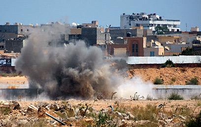 Blast near Gaddafi compound (Photo: AP)