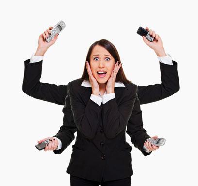 מסדרת, חופרת על הבוס, לא נחה לרגע. אישה בתום יום עבודה (צילום: shutterstock) (צילום: shutterstock)