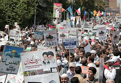Angry masses in Tehran (Photo: AFP)