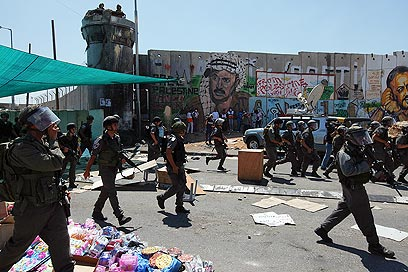 Protests in Qalandiya (Photo: Ohad Zwigenberg)