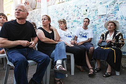 Shalit family, on Friday (Photo: Ohad Zwigenberg)