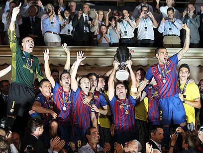 ברצלונה מניפה עוד תואר. סופרקאפ רביעי למועדון (צילום: AFP) (צילום: AFP)