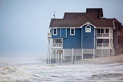 """""""הוריקן היסטורי"""". הסערה מתקרבת (צילום: EPA)"""