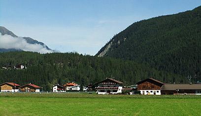 כפרים קטנים ופסטורליים, והרבה ירוק. חבל טירול (צילומים: אורנה בן-חיים) (צילום: אורנה בן-חיים) (צילום: אורנה בן-חיים)