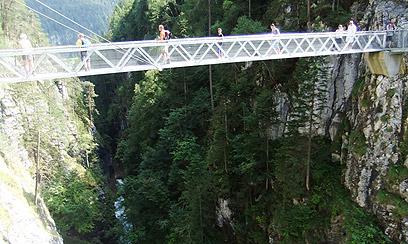 גשרים מעל עמקים, אומגות ושאר קונסטרוקציות סוחטות זעקות. פארק סאוטנס (צילום: אורנה בן-חיים) (צילום: אורנה בן-חיים)