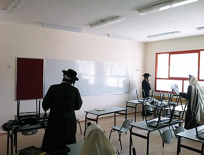 החרדים בבית הספר, הבוקר (צילום: מתתיהו פרומוביץ, חדש בבית שמש) (צילום: מתתיהו פרומוביץ, ״חדש בבית שמש״)