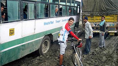 שמחה לאיד. מודה, נהנית לראות אוטובוסים תקועים במעלה הדרך לפסגה הראשונה (צילום: צדוק יחזקאלי) (צילום: צדוק יחזקאלי)