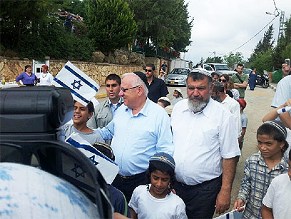 Rivlin with Massika in Itamar (Photo: Yair Altman)