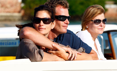 נכון שאנחנו נהנים עם ג'ורג'? סינדי קרופורד ורנדי גרבר (צילום: רויטרס) (צילום: רויטרס)