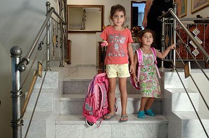 """ליאור ואחותה הקטנה ליהי. """"התאהבתי במורה"""" (צילום: הרצל יוסף) (צילום: הרצל יוסף)"""