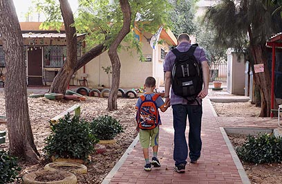 אילוסטרציה. גם ההורים יאלצו ללכת לגן (צילום: עידו ארז) (צילום: עידו ארז)