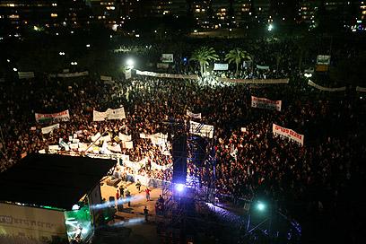 כיכר המדינה הומה, הערב (צילום: מוטי קמחי)