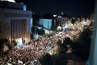בירה חברתית. ירושלים, אמש (צילום: נועם מושקוביץ)