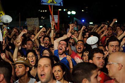 """""""חובה לחלום"""". המפגינים בכיכר המדינה (צילום: בן קלמר) (צילום: בן קלמר)"""