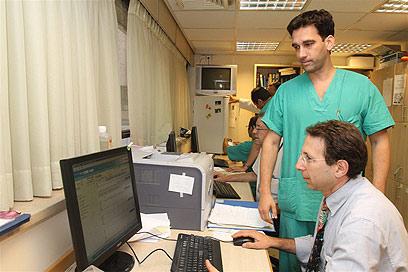 היערכות מוקדמת בבית החולים שיבא (צילום: עופר עמרם) (צילום: עופר עמרם)