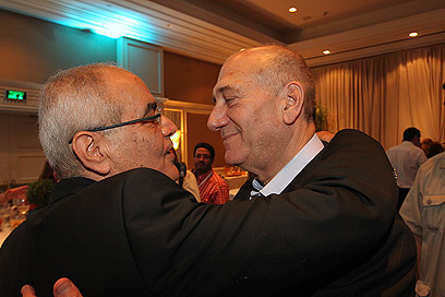 אולמרט עם דן חלוץ, אמש בוועידה בתל-אביב (צילום: אלי אלגרט) (צילום: אלי אלגרט)