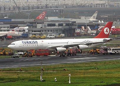 """מטוס """"טורקיש איירליינס"""". השפלה בנמל התעופה (צילום: AFP) (צילום: AFP)"""