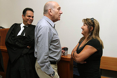 Zaken and Olmert. 'I won't play the prosecution's game' (Photo: Gil Yohanan)