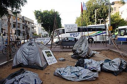 אוהלים אחרונים בשדרות רוטשילד. הרוב כבר פונו (צילום: בן קלמר)