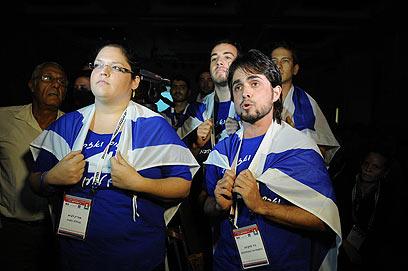 """המפגינים בכנס. """"באנו לעשות כאן צדק חברתי"""" (צילום: ירון ברנר) (צילום: ירון ברנר)"""