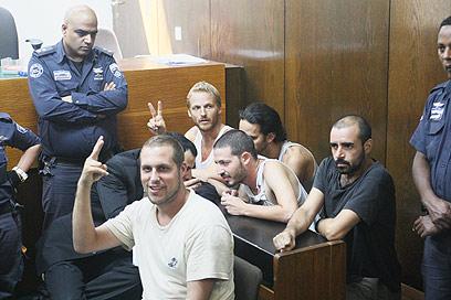 """כמה מעצורי ההפגנה האלימה בביהמ""""ש (צילום: מוטי קמחי) (צילום: מוטי קמחי)"""