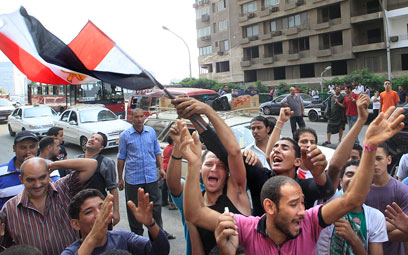 Egyptians protest in front of the Israeli embassy in Cairo after the drama (Photo: AP)