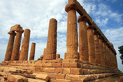התייר יעצור לבקר במקדשים יווניים המרשימים בהרמוניה ובתואם. מקדשי אגריג'נטו (צילום: גילי חסקין) (צילום: גילי חסקין)
