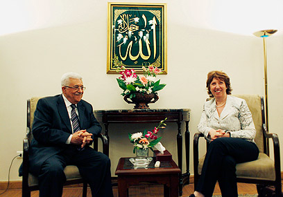 Ashton meets Abbas (Photo: AP)