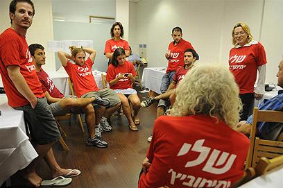 תומכיה של יחימוביץ' בהמתנה לתוצאות (צילום: ירון ברנר) (צילום: ירון ברנר)