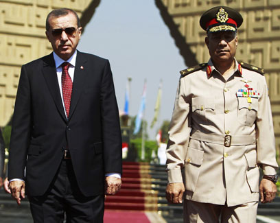 Erdogan arrives in Cairo (Photo: Reuters)