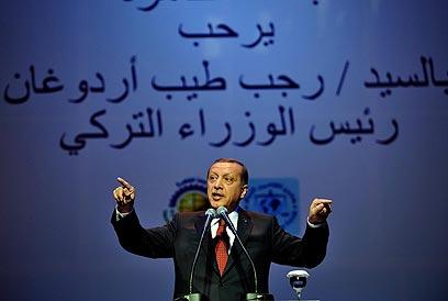 """ארדואן אתמול בקהיר. """"טורקיה לא רוכשת חברים באירופה"""" (צילום: EPA) (צילום: EPA)"""