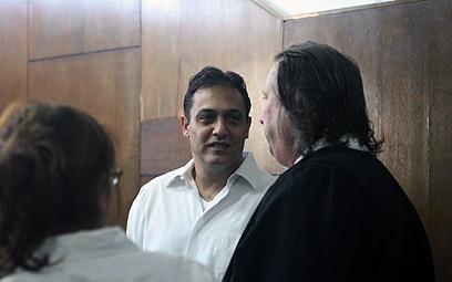 ואנונו ופרקליטו, היום בבית המשפט (צילום: מוטי קמחי) (צילום: מוטי קמחי)